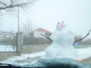 έργο των χειρών ημων......ο χιονάνθρωπός μας