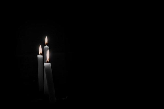 Είναι λάθος να φοράμε μαύρα όταν έχουμε πένθος;